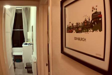 Double room near Haymarket Station - Edinburgh