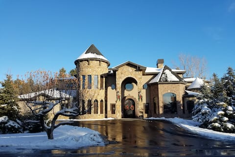 Old World Inn, Spacious Comfort close to BYU-I, Rexburg Temple, Yellowstone Bear World, near Island Park & Yellowstone National Park.  Private keyless entry suite isolated from 3 other suites.  Keyless front door entry to accommodate your  needs.