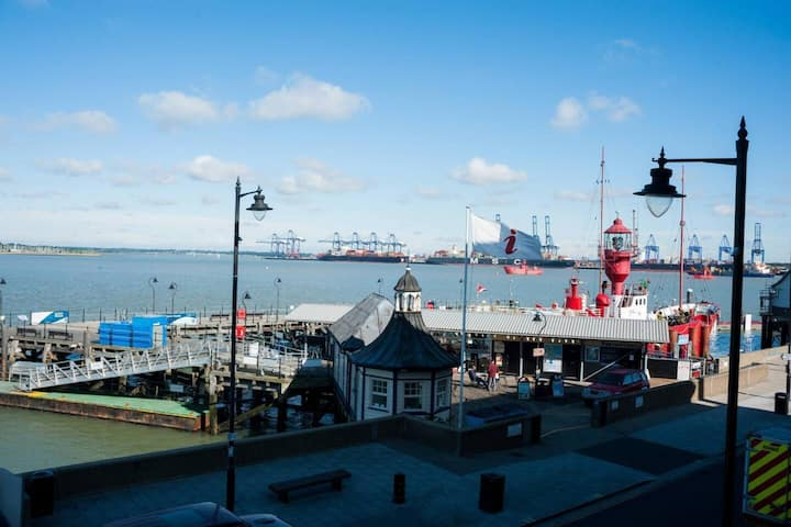 Admirals Harbour View 2-Bed Apartment in Harwich