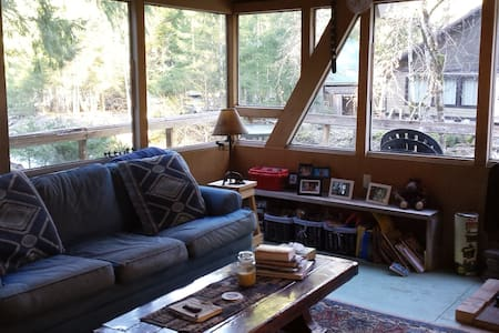 Cozy Coal Creek Cabin - Packwood - Casa