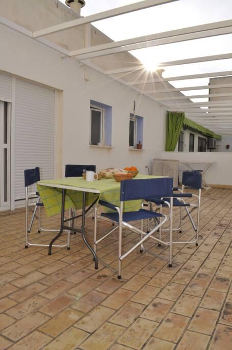 Amplia terraza privada.