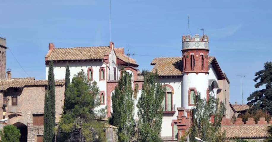 Art Nouveau House near Barcelona - Avinyó - Kasteel