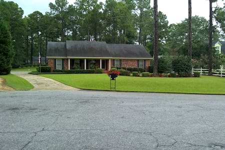 Quiet Clean Comfortable Home in NW Albany, Ga