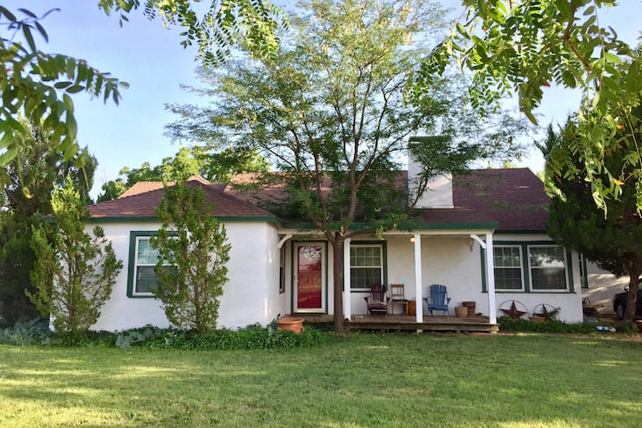 Rustic Country Charm  4BR/2BA. Quick access to TTU