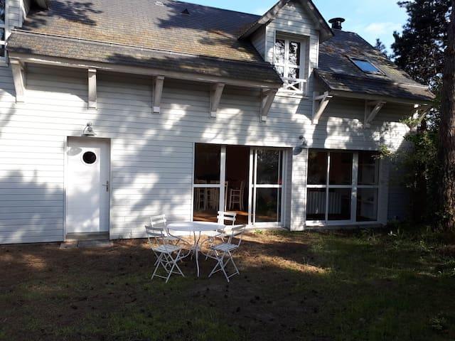 Maison à 75 m de la mer, lumineuse, type balnéaire - Jullouville - Tatil evi
