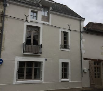 No 5 - chambre d'hote in historic town - Richelieu - Bed & Breakfast - 2