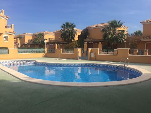 3 bedroom villa, w/roof terrace & communal pool