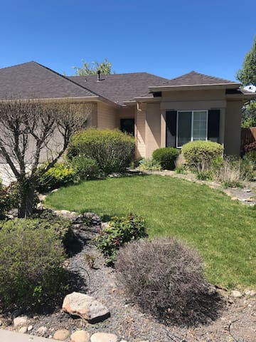 Easy greenbelt access! Close to downtown.