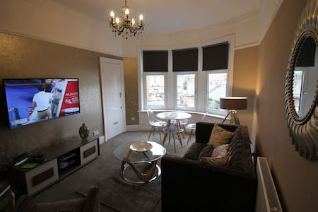 STUNNING WEST END APARTMENT - BYRES ROAD