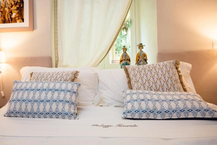 B&B Palazzo Taranto Luxury Rooms (Golden Room)