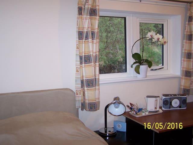Lochaline - Single Study Bedroom/shower room