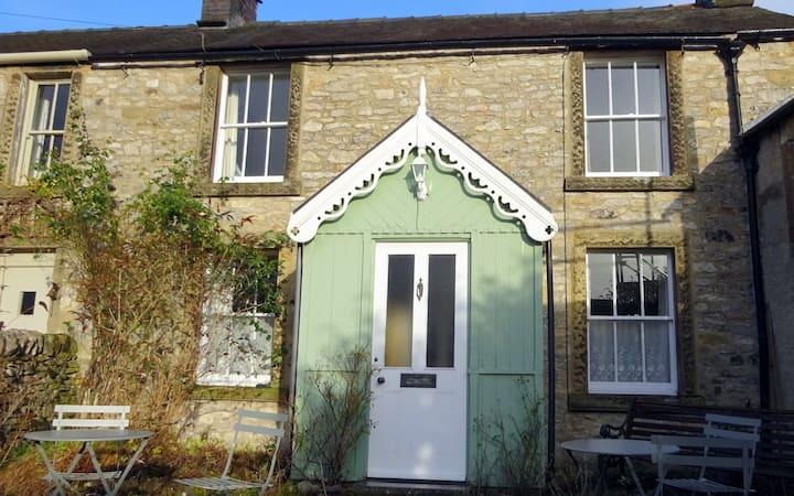 Cherry Cottage, Youlgrave Nr Bakewell