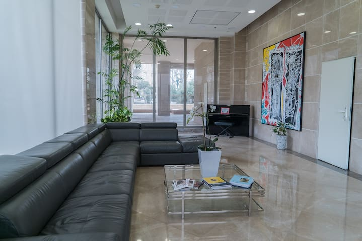 Ramat Aviv cozy apartment 3bedroom private parking