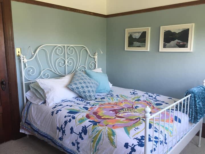 Bright, Cozy Room In Vintage Berkeley Home