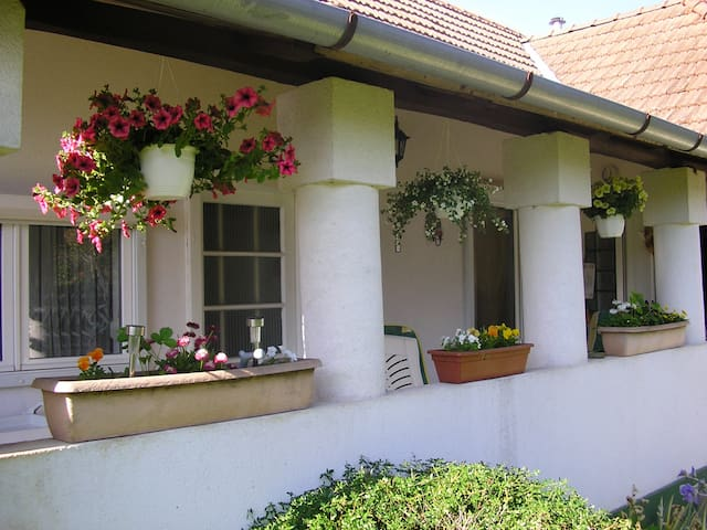 schönes kl. Haus Nähe Balaton - Sávoly - Huis
