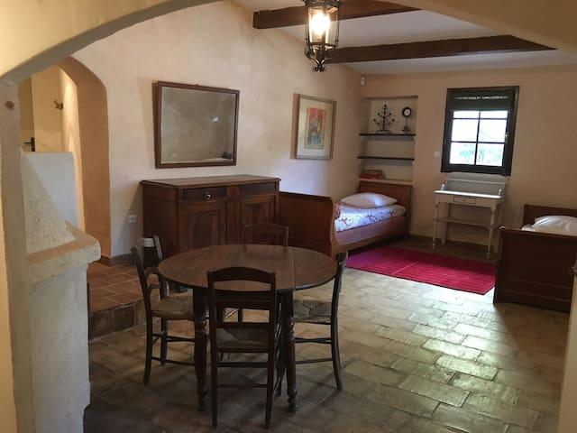 Tasteful ground floor apartment with garden access