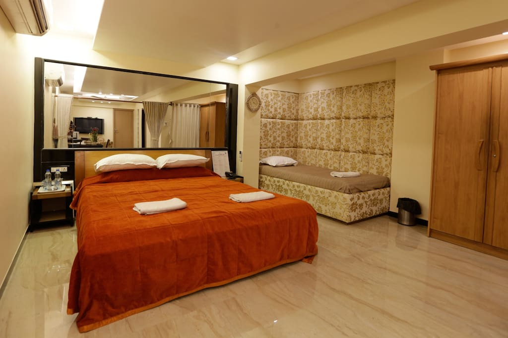 Suite room with breakfast in bandra west boutique for Best boutique hotels in mumbai