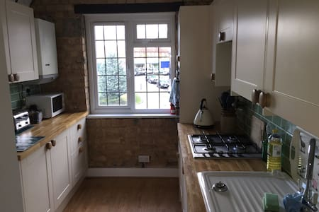 Private double room in recently refurbished flat - Brookmans Park - Apartamento