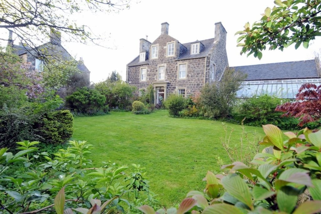 Holyrood Haven is in annexe to main house: private gardens and parking included in the price (no one stays in the main house during your stay.)