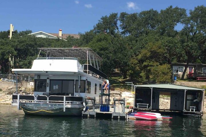 Austin Houseboat Lake Stay