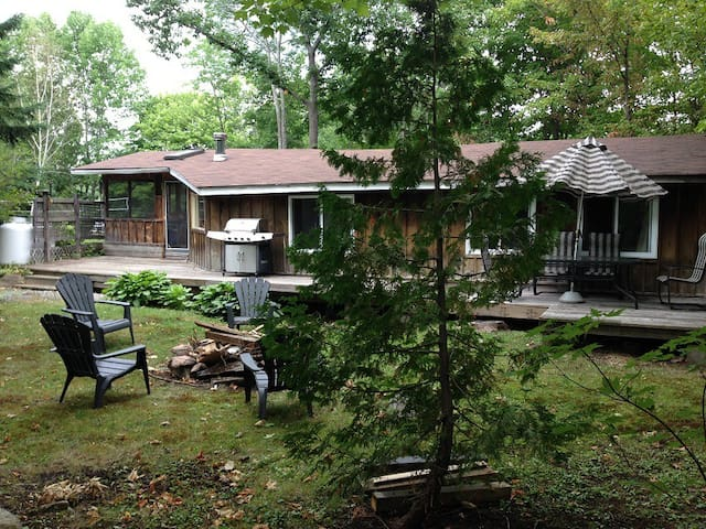 Retreat from city life in heart of Bala Muskoka - Bala - Casa de huéspedes
