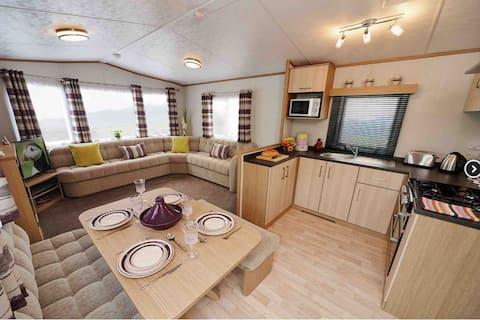"Acorn Caravan Holidays (""wood berry"")"