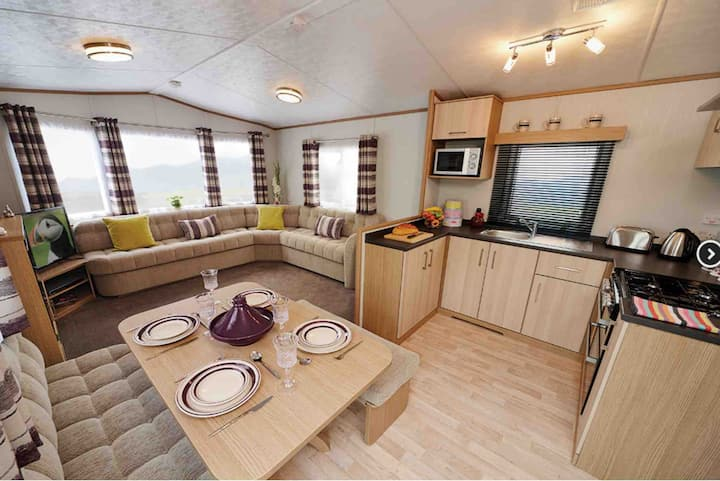"Acorn Caravan Holidays (""wood berry"")"