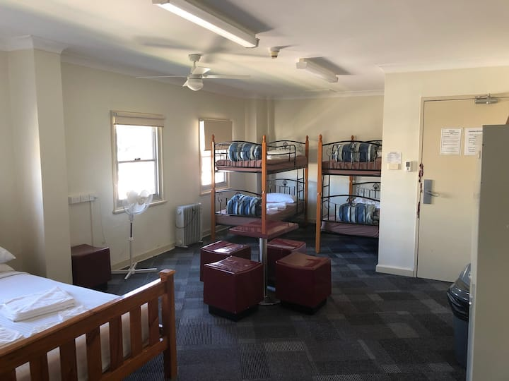Blue Mountains Backpacker - 6 Bed Family Ensuited