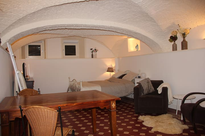 Beautiful basement room in monument - Zwolle - Andet
