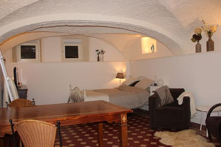 Beautiful basement room in monument - Zwolle - Andere