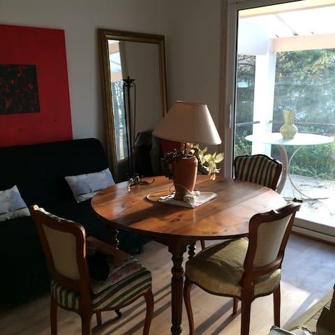 Calme et agréable maison à 3 kms de Saintes - Fontcouverte - Casa