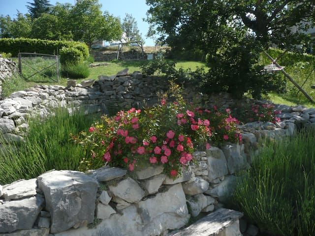 Stylish village cottage with great views & gardens