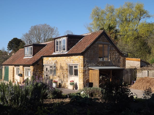 Beautiful 2 bed cottage, Stoke Abbott