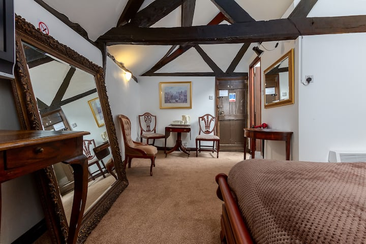 En-Suite private rooms  Grade 11 listed building