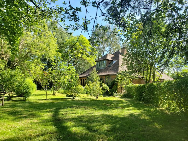 Expansive 7 bedroom country house and garden