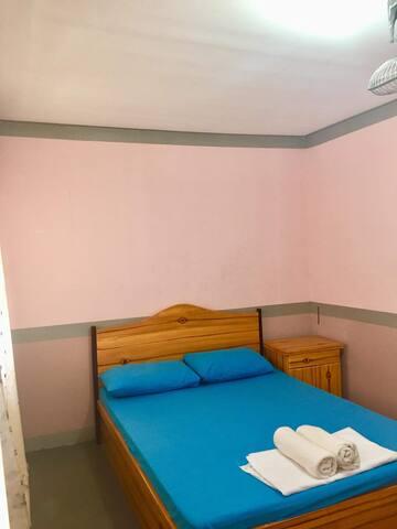 hensonvile  single  room
