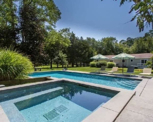 NEWLY RENOVATED W/ POOL & FIREPLACE