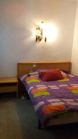 Комната в просторной квартире в центре