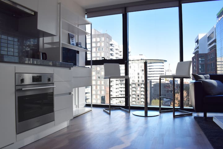 1 bed Modern Apartment in Downtown Toronto