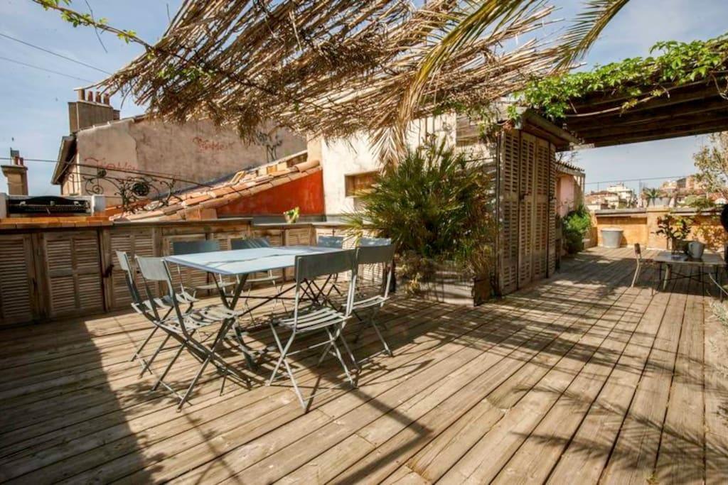 Terrasse en plein centre ville appartements louer for Terrasse en ville location marseille