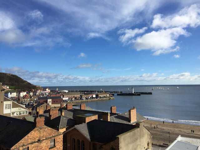 Scarborough holiday flatlet, spectacular sea views