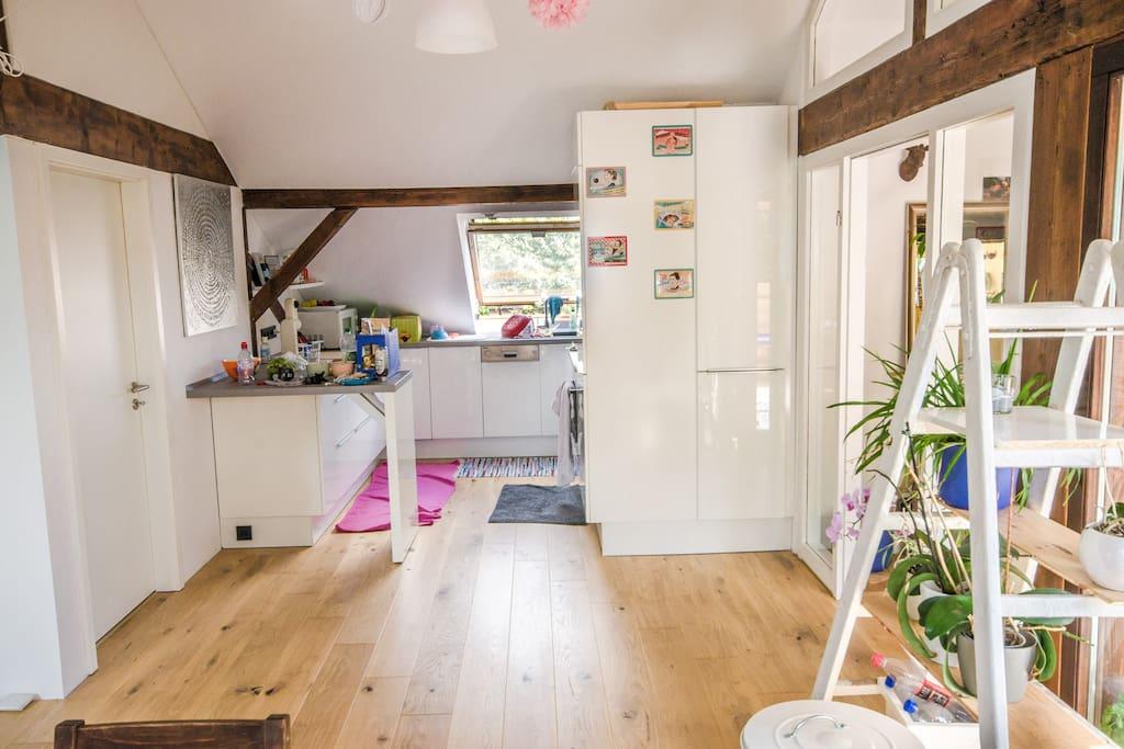 Küche + Zugang zu AirBnB Schlafzimmer