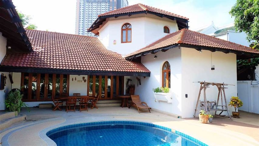 Soi 1 Luxury pool villa 1