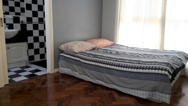 Ensuite Room Lovely Hostel Best location near CBD