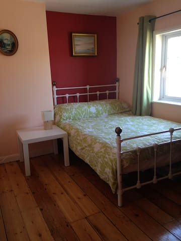 Cosy bedroom in the heart of Devizes - Devizes - Hus