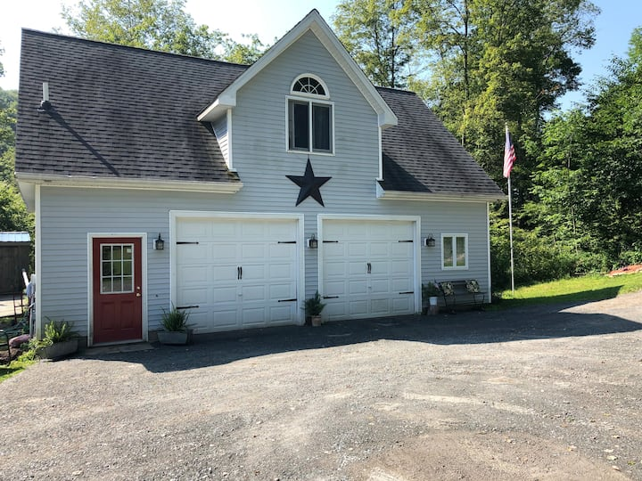Comfortable Carriage House Setting in Roscoe, NY