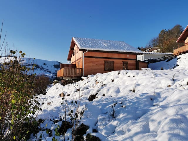 Belvedere cottage, panorama over the ridges