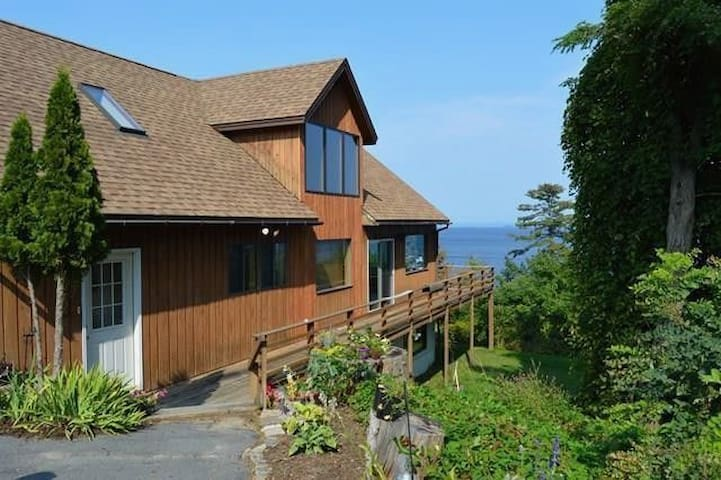 18 Lake, overlooking beautiful Lake Champlain
