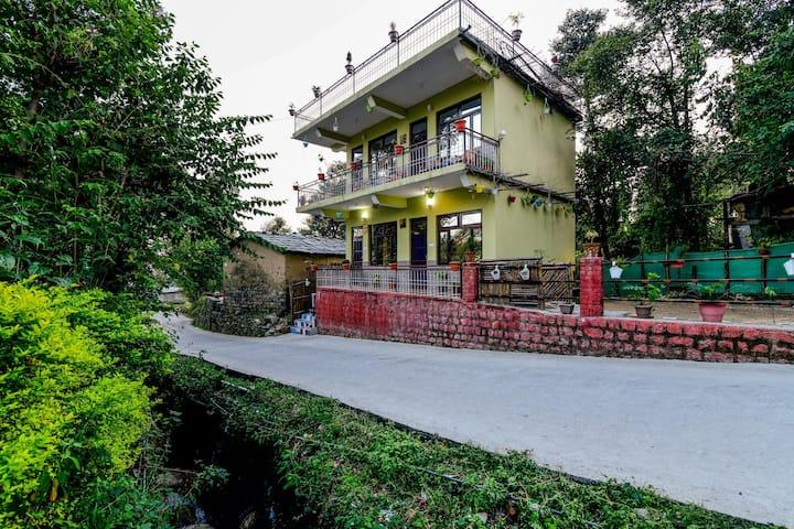 OYO Hill-View 1BR Stay near Khanyara Road