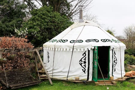 Calm Yurt Garden Escape - 布德拉夫(Bradford-on-Avon) - 蒙古包